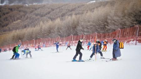 北京冬奥组委滑雪战队近四成队员获裁判资质